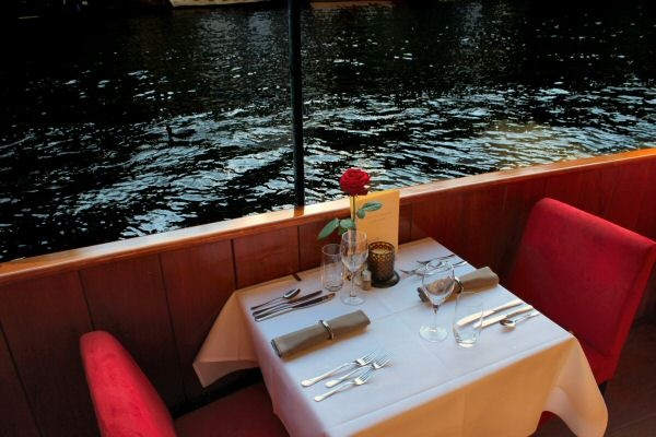 Amsterdam dinner cruise romantic private table